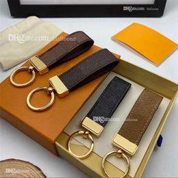 Wholesale 2021 Luxury Key Buckle lovers Car Keychain Handmade Designer Leather Keychains Men Women Bags Pendant Accessories 18 Colors on Sale