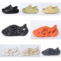 Bebek Terlik Kanye Batı Çocuk Sandalet Yaz Plaj Terlik Köpük Koşucu Delik Slaytlar Kemik Sandal Çocuk Ayakkabıları Erkek Kız Gençlik Çocuk Boyutu 23-37