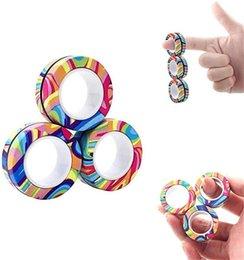 Tornado 3 unids de dedo anillo de juguete Fidget Imán Toys Fingers Hand Spinner Apilado juego de juegos, pulsera magnética Magia para alivio de estrés adolescente, tres en una caja en venta