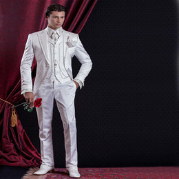 Tweed Vest Groomsmen Pas Cher-Custom Made 2016 Style baroque Groom Smokings Groomsman Costume Soirée Costumes Costume broderie White Man (Veste + Pantalon + Vest) pour le mariage