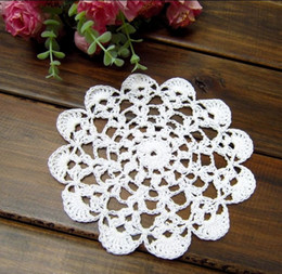 wholesale crochet mat Canada - Handmade Crocheted Doilies applique tableware Mat pad Round Vintage wedding home decoration 100PCs Coasters 12.5cm Beige White