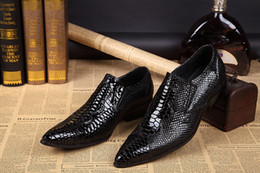 Barato Vestidos De Noiva Tamanho Grande-Custom Made Wedding Groom Shoes Men Hot Sale Preto Snakeskin Leather Dress Shoes Prom Party Flats Shoes Big Size 46