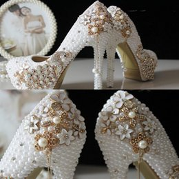Barato Barato Cristal Nupcial Sapatos-2017 Glitter Cheap Wedding Shoes Pérolas Cristais Beads Bombas Sapatos Ouro Rhinestone Lace High Heels Bridal Shoes Frete Grátis WS5