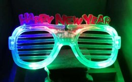 Barato Anos De Óculos De Criança-Moda Feliz Ano Novo LED piscando óculos Glowing Eye Glasses Light Up Kids Brinquedos Halloween Halloween Glow Party Supplies CCA8117 1500pcs