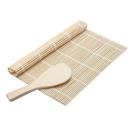 Venta al por mayor de Sushi Rolling Roller Material de bambú Mat Sushi Maker DIY y una paleta de arroz