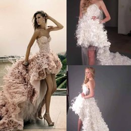 Barato Penas De Vestido Branco Amado-Zuhair Murad Vestidos de noite A-Line Sweetheart Neck White Tulle com pena Lace-up Back Court Train Custom Party Vestidos 2016