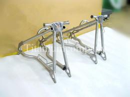 Ingrosso Forcella triangolare posteriore in carbonio Titanium TC4 480 g / pz per bici pieghevole Brompton