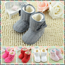 Arco Infantil Hecho Punto Baratos-Spring Winter New Toddler Fleece Snow Boots Zapatos de bebé Infant Bowknot de cuna Zapatos Baby Warmer Shoes con arco de 6 colores elegir libremente