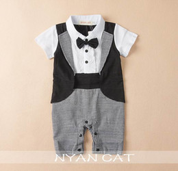 Barato Macacões Brancos-Varejo Baby Boys Rompers Bow Tie Black White Plaid Summer Short Sleeve Handsome Jumpsuits Overwear roupa infantil E13714