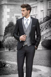Barato Noivo, Paleto, Pedaço-2018 Black Custom Made Men Suit Groom Tuxedos Groomsmen Fatos formais Negócios Men Wear (Jacket + Pants + Vest) Three Pieces Wedding Bestman Wear