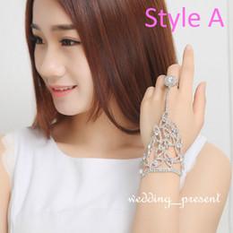 $enCountryForm.capitalKeyWord Canada - 2015 Elegant Wedding Bridal Party Prom Jewelry Crystal Rhinestones Finger Ring Bracelet Wristband Bracelet Three Styles