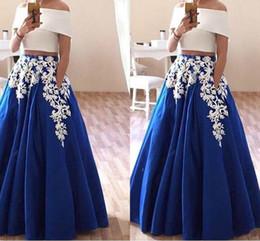 b76669bc60ad Bella Applique Due pezzi Prom Dresses Off spalla bianco e blu Ball 2018  A-Line economici abiti da sera partito Abiti Robe De Soiree