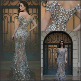 Barato Vestidos Longos Beading-2017 Vestidos de baile incríveis fora do ombro Ilusão Back Major Beading Sweep Train Grey Formal Long Evening Gowns personalizado BA1531