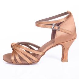 04158bb5d Promoção de alta Qualidade Preço de Cetim Salão de Baile Mulheres Sapatos  de Dança Latina Dança Sapatos para Salsa e Tango 7 CM Meninas Senhoras