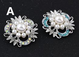 wholesale rhinestone brooches Australia - Fashion Alloy Imitation Pearl Crystal petals Rhinestone Brooch Luxury Women Dresses Flowers Brooches Pins Scarf clips accessories