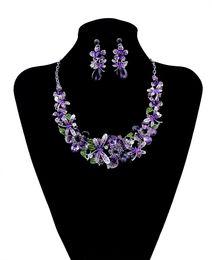 f5f64f4adb98 Moda estilo coreano cadena de plata encanto colorido Rhinestone hermosa  flor libélula babero collar y pendientes conjunto joyería de las mujeres