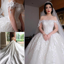Barato Vestidos De Casamento Clássico Fora Do Ombro-Off Shoulder Sweep Train Applique Luxurious Pearls White Classic New Wedding Gowns 2018Custom Made Tulle Wedding Dresses