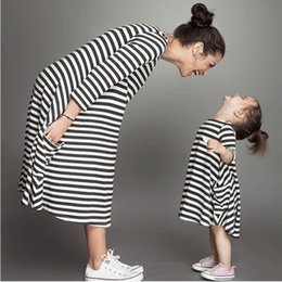 $enCountryForm.capitalKeyWord NZ - Summer Fashion Long Sleeve Mom and Kids Striped Family Look Matching Clothes Cotton Mother Daughter Dress Family Clothing Baby Girls Dress