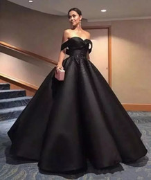 Barato Vestidos De Celebridades Árabes-Elegant Black Arabic Prom Dresses Off Shoulder Beads Sequins Backless Vestidos formais Ball Gown Celebrity Pageant Evening Gowns