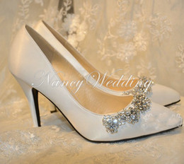 Barato Gorgeous Rhinestone De Salto Alto-New Arrival Rhinestone Wedding Shoes sapatos de noiva de cetim branco Round Toe High Heel Gorgeous Party Sapatos de baile Pointed Toe Bridesmaid Shoe