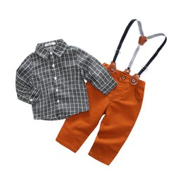 Barato Arcos Para Meninos-Natal Baby Boys Roupas 2018 Kids Boys Plaid Bow Shirts com Suspender Pants Babies Spring Gentleman Outfits Kids Sets