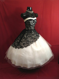 Simple Gothic Gowns Canada - Vintage 1950's Knee Length Short Wedding Dresses 2015 Black and White Lace Gothic Wedding Gowns Sweetheart Victorian Ball Gown Bridal Dress