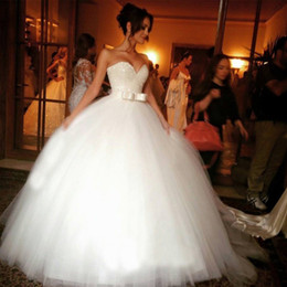 $enCountryForm.capitalKeyWord Canada - Stunning Ball Gown Wedding Dresses Sweetheart Neckline Sleeveless Beaded Top Puffy Tulle Bridal Gowns with Exquisite Bow Custom Made