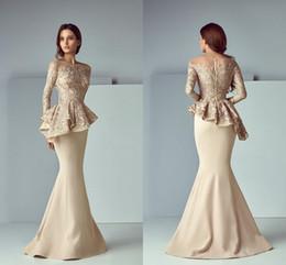 Champagne dentelle tache peplum longue soirée robes de soirée 2019 jewel cou manches longues Dubaï arabe sirène robe de bal Saiid Kobeisy en Solde