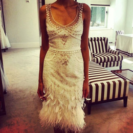 Barato Vestido De Luxo De Pena Branca-Branco Luxo Beaded Short Cocktail Dresses 2015 Joelho Comprimento Bainha Prom Dresses Evening Party Gown Feathers vestidos con plumas