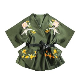 Barato Casaco De Mulher Autum-Autum New Fashion Women Trench Coat Embroidery Temperament Print Lady Trench Algodão V-neck Half Sleeve Loose Women Trench Coats