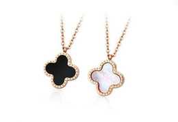 China Korean version of the same star Korean version of black and white clover color shell necklace medium and small titanium 18k rose gold suppliers