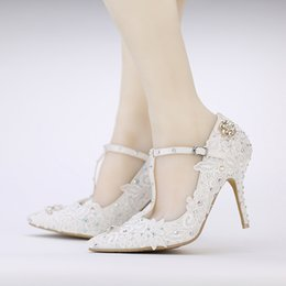 Barato Bombas De Modelagem De Sapatos-T-strap Pointe Toes Wedding Shoes AB Color Crytal Prom Festa Mulheres Sapatos Buckle Bridal Shoes White Lace Flower Modeling Pumps