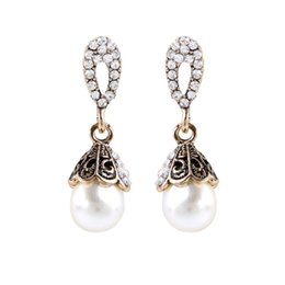db534ffa26e7 Venta al por mayor pendientes de perlas de zircon vintage venta directa de  fábrica de Corea pendientes de diamantes de moda para regalos de Navidad
