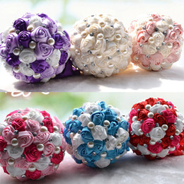 Roses cReam floweR online shopping - 2019 Luxury Bridal Wedding Bouquet Cheap Artificial Cream Fuchsia Blue Bridesmaid Flower Crystal Pearl Silk Rose Wedding Decoration In Stock