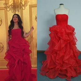 $enCountryForm.capitalKeyWord Canada - 2015 Red Cheap Celebrity Dresses A Line Strapless Tiers Skirt Floor Length Red Carpet Evening dresses Real Photos
