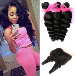 8A Bundles de cheveux de vague de cheveux humains brésiliens lâches avec fermeture 3 bundles non transformés brésiliens d'extensions de tissage de cheveux, couleur naturelle en Solde