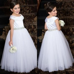 $enCountryForm.capitalKeyWord Canada - 2016 Cheap Cute Flower Girls Dresses For Weddings Ivory White Crystal Belt Scoop Neck Tulle Long Party Princess Children Girl Pageant Gowns