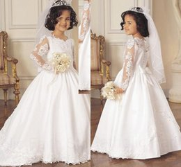 Couverture De Robe En Dentelle Blanche Pas Cher-2015 Vintage Flower Girl Robes avec train Satin blanc A Line Jewel Appliques en dentelle Covered Buttons Retour Bow Long Sleeves Communion Dresses
