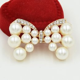 $enCountryForm.capitalKeyWord NZ - Top Quality Faux Pearl Beads Bow Brooch Sparklinig Diamante Women Fashion Elegant Costume Pins For Party Wedding Gold Tone