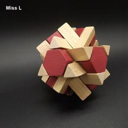 Venta al por mayor de Cerradura de Ming de madera magnética 3D adulto, rompecabezas chino Sabiduría antigua Cerradura de bloqueo de Lu Ban Juego de la mente Prop Propósito
