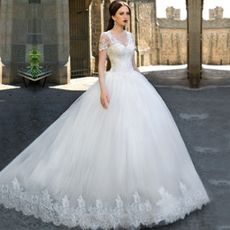 Custom Short Gown Canada - Casamento Ball Gown Vintage Lace Wedding Dresses 2016 V Neck Sweep train Applique Short Sleeve Bridal Gowns Custom made Vestidos De Noiva