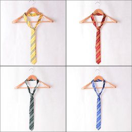 Barato Harry Potter Cosplay Adultos-Adulto Harry Potter Ties Gryffindor / Slytherin / Ravenclaw / Hufflepuff Cosplay Gravatas listradas Unisex Cosplay Gift Collection 4 cores