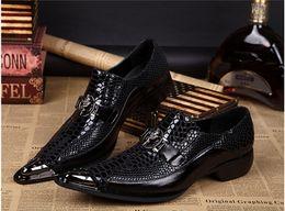 cd8293b144 Zapatos italianos superiores de la marca para los hombres Zapatos formales  Oxford de los hombres Feminino de Sapato Zapatos de vestir para hombre  Zapatos ...