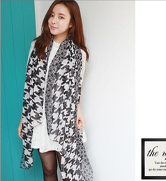 american female models 2019 - Wholesale-Korean autumn and winter female models Houndstooth point big European and American printing voile scarves Scar