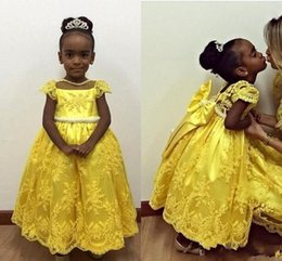Robe Sequin Jaune Longue Pas Cher-New Yellow Lace Little Flower Girl Robes Manches courtes Baby 2016 Flowergirl Communion Robes pour les mariages Girls Party Dress Long Tulle Kids
