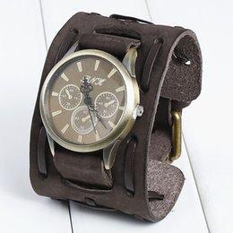 Weinlese-echtes Lederarmbanduhr-Art und Weisepunkmann-Teenagerquarzarmbanduhrarmband-Manschettenarmband-Partei festliches Geschenk Drei Vorwahlknöpfe Uhren