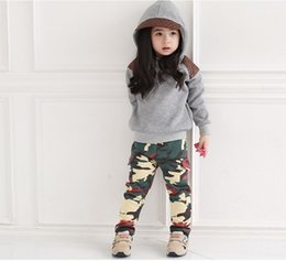 Barato Camisola Cinza, Menina-Varejo Crianças Grey Hooded Sweater + Camouflage Leisure Pants 2pcs Set Baby Girls Casual Sports Trajes Kid's Long-Sleeve Outfits Vestuário