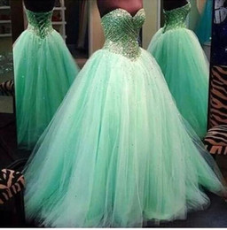Barato Espartilho Quinceanera Vestidos-2016 vestidos Sweet 16 Quinceanera Vestidos Querida Mint Verde Bola Gown Beads Glitter Sweep Train Corset Voltar Formal Prom Vestidos