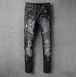 Barato Calças Casuais Elegantes Para Homens-2018 New Men Hot Stylish Famosa Marca Moto biker Jeans Frayed Letter Design Pop Ripped Holes Calções Denim Cowboy Casual Travel Calças