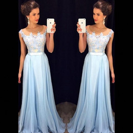 Modeste Robe De Bal Royal Blue Pas Cher-2018 Elegant Light Sky Blue Prom Robes Sheer Neck Cap Sleeves Appliqued Chiffon Floor Length Robes formelles Modes Robes de soirée Zipper Up